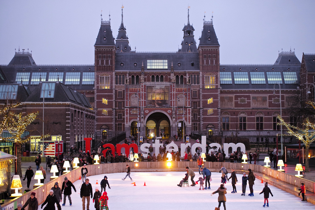6 Best Xmas Skating Rinks